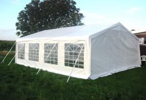 goedkope tenten 300x207 Goedkope partytent kopen, waar moet u op letten?